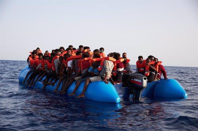 Archivo - Imagen de archivo de un rescate de migrantes llevado a cabo por la ONG Sea-Eye en el mar Mediterráneo a mediados de 2019.