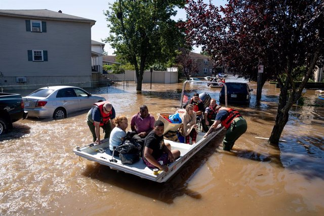 02 September 2021, US, Lodi: Members of the New Jersey Fire Department perform water rescues of trapped residents following torrential rains from the remannts of Hurricane Ida in Lodi. Photo: Michael Candelori/ZUMA Press Wire/dpa