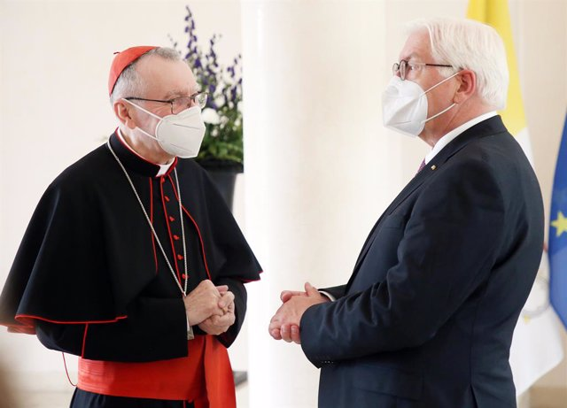 Archivo - 29 June 2021, Berlin: German President Frank-Walter Steinmeier (R) receives Pietro Parolin, Cardinal Secretary of State of Vatican City, at the Bellevue Palace. Photo: Wolfgang Kumm/dpa