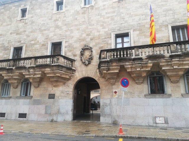 Archivo - Fachada de la Audiencia Provincial de Baleares y del TSJIB.