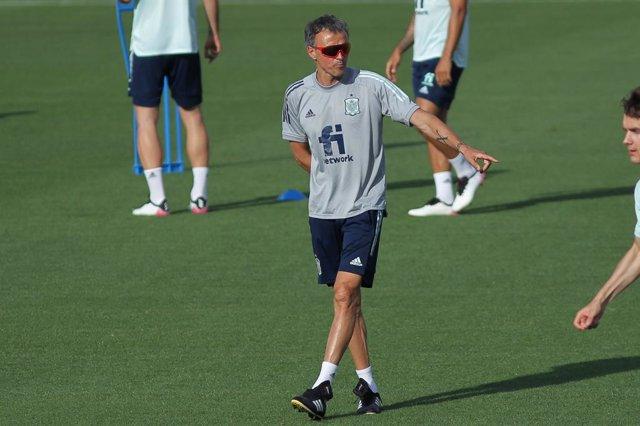 Archivo - Luis Enrique, head coach of Spain during the training of Spanish National Soccer Team at Ciudad del Futbol Las Rozas on July 03, 2021 in Las Rozas, Madrid, Spain.