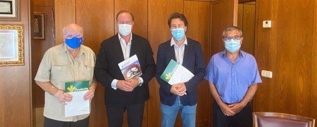 Firma del convenio entre Proyecto Hombre y Caja Rural del Sur.