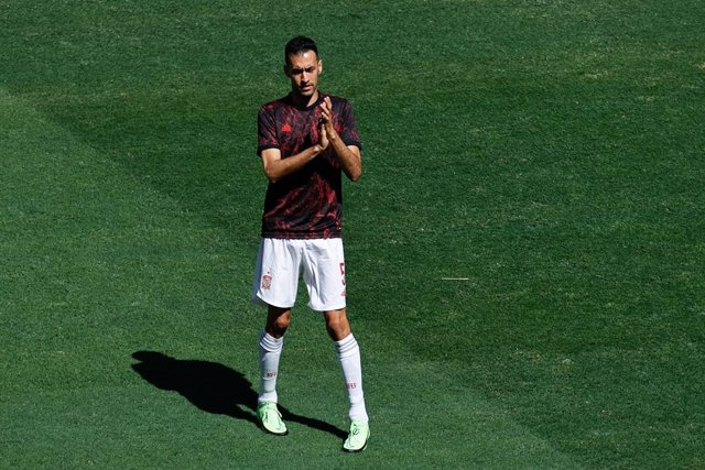 Archivo - Sergio Busquets of Spain warms up during the UEFA EURO 2020 Group E football match between Slovakia and Spain at La Cartuja stadium on June 23, 2021 in Seville, Spain.