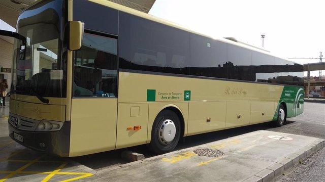 Autobús del Consorcio de Transportes de la Junta