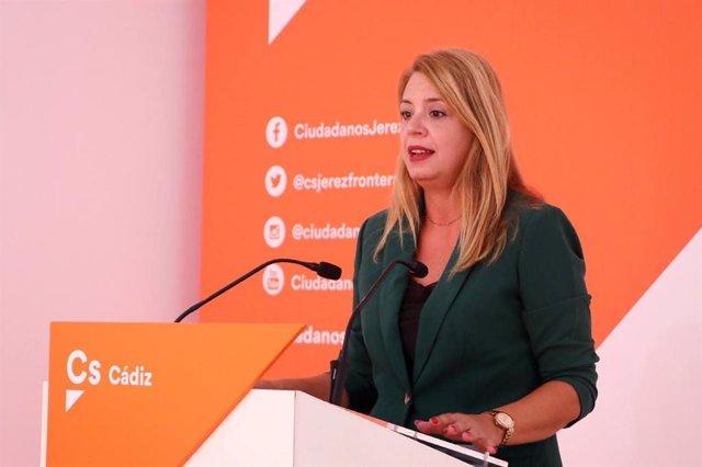 La secretaria autonómica de Programas de Ciudadanos (Cs) en Andalucía, Elena Sumariva, en rueda de prensa.