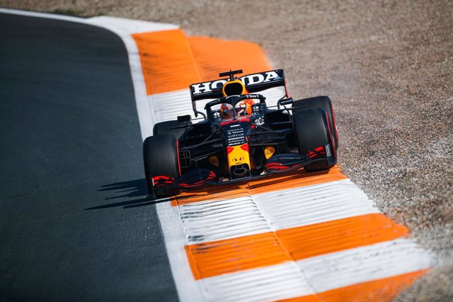 33 VERSTAPPEN Max (nld), Red Bull Racing Honda RB16B, action during the Formula 1 Heineken Dutch Grand Prix 2021, 13th round of the 2021 FIA Formula One World Championship from September 3 to 5, 2021 on the Circuit Zandvoort, in Zandvoort, Netherlands - P