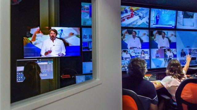 Emisión de 'Mesa de análisis' de Canal Sur Televisión, dirigido por Teodoro León Gross.