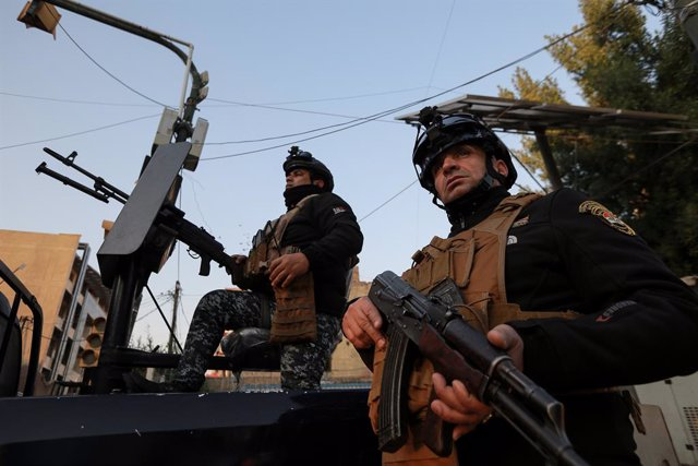 Archivo - 21 December 2020, Iraq, Baghdad: Iraqi police forces are deployed near the US Embassy in Baghdad, a day after several rockets were fired into Baghdad's Green Zone. Photo: Ameer Al Mohammedaw/dpa
