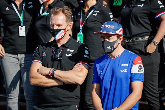 ROSSI Laurent (fra), CEO of Alpine, ALONSO Fernando (spa), Alpine F1 A521, portrait during the Formula 1 Heineken Dutch Grand Prix 2021, 13th round of the 2021 FIA Formula One World Championship from September 3 to 5, 2021 on the Circuit Zandvoort, in Zan
