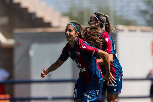 Alba Redondo Ferrer of Levante celebrates a goal with teammates during the Spanish League Womens  Iberdrola football match played between Levante UD Femenino and Real Madrid Club de Futbol.In the sports city of Levante in Bunol. On September 5, 2021. Val