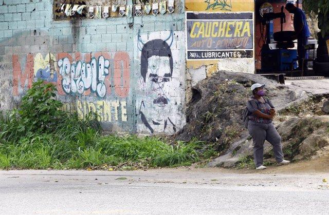 Archivo - Mural con la imagen de Nicolás Maduro en Venezuela