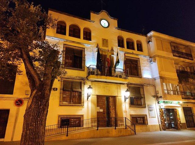 Fachada del Ayuntamiento de Quesada, municipio de Jaén sin restricciones a la movilidad nocturna, en una foto de archivo