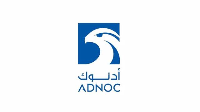 Logo de Adnoc.