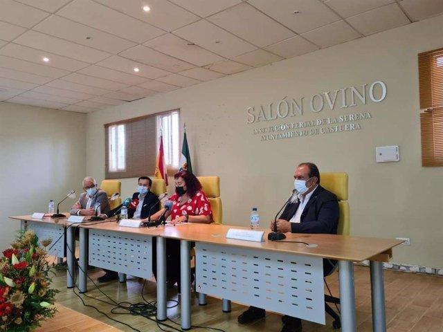 Autoridades en la inauguración de la 36ª edición del Salón del Ovino de Castuera