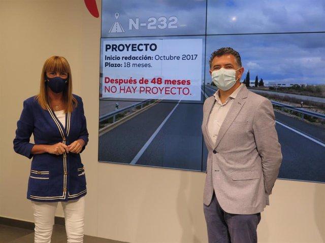 La senadora del PP, Ana Lourdes González, y el diputado del PP, Carlos Cuevas