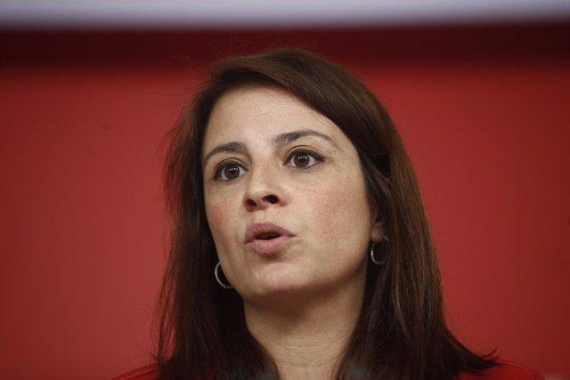 Archivo - La vicesecretaria general del Partido Socialista, Adriana Lastra, ofrece declaraciones a los medios de comunicación en la sede de Ferraz, para valorar el barómetro del CIS sobre las elecciones del 28 de abril.
