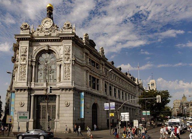 Archivo - Fachada del edificio del Banco de España situada en la confluencia del Paseo del Prado y la madrileña calle de Alcalá.