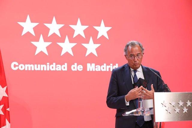 El consejero de Educación, Ciencia y Universidades de la Comunidad de Madrid, Enrique Ossorio, interviene en una rueda de prensa en la sede del Gobierno regional, a 6 de septiembre de 2021, en Madrid (España). La presidenta madrileña mantiene este lunes u