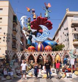 Imagen de la falla de la comisión Duque de Gaeta-Pobla de Farnals de València con los elementos que se salvarán del fuego en la 'cremà' a petición de la comunidad musulmana.