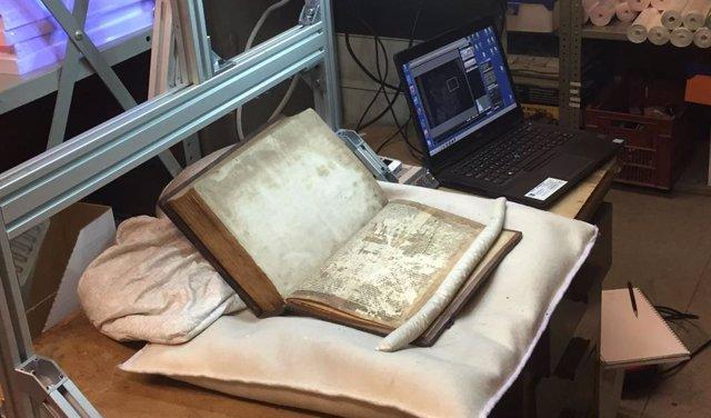 Imágenes multiespectral de los fragmentos en la Biblioteca Central de Bristol