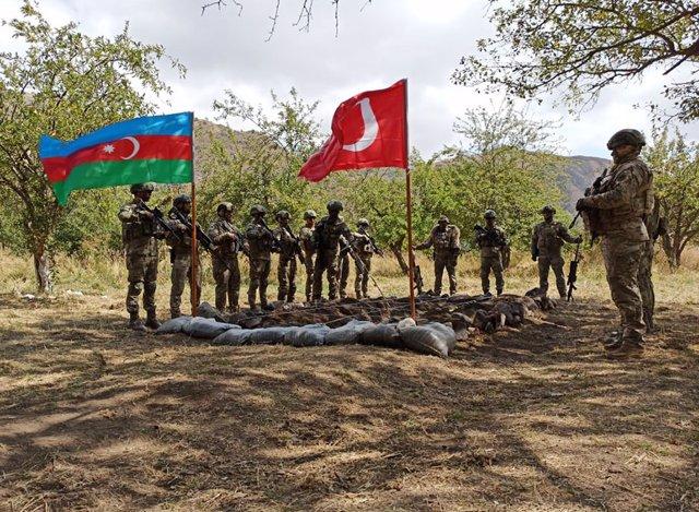 Militares turcos y azeríes en Nagorno Karabaj