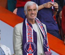 El actor Jean-Paul Belmondo con una bufanda del PSG