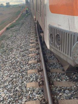 Imatge del tren descarrilat entre Gavà i el Prat de Llobregat (Barcelona)