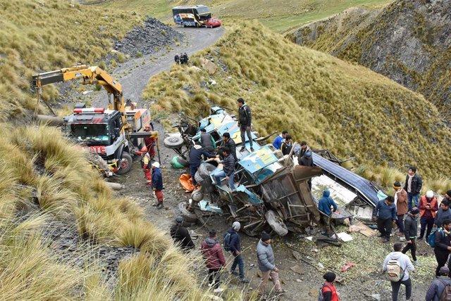 Archivo - Imagen de archivo de un acicdente de autobús en Bolivia.
