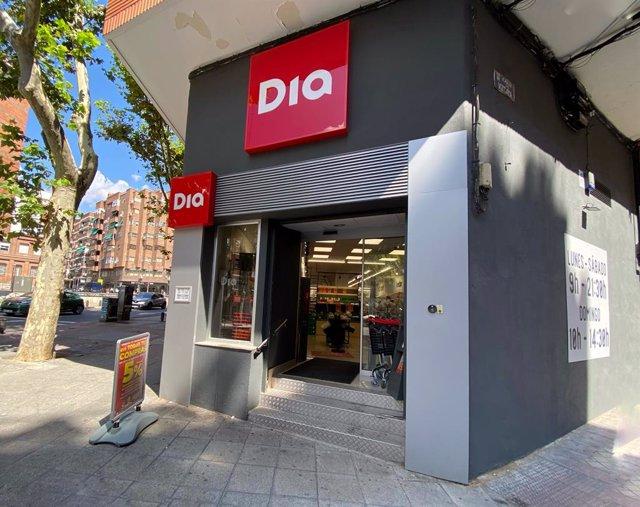 La entrada de un supermercado Dia, a 3 de septiembre de 2021, en Madrid (España). Dia ha culminado su operación de recapitalización y refinanciación global tras llevar a cabo distintas actuaciones que han contribuido a restaurar y reforzar su patrimonio n