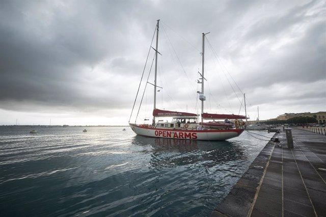 El barco Astral de la ONG Open Arms listo para zapar en la misión 85, a 5 de septiembre de 2021, en Siracusa (Italia). El velero Astral partirá en breve en su misión 85 a aguas internacionales del Mediterráneo central para realizar rescates de migrantes q