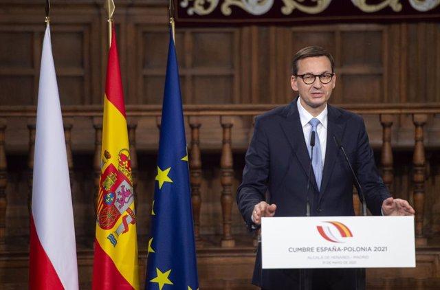 Archivo - El primer ministro de la República de Polonia, Mateusz Morawiecki, interviene en una rueda de prensa junto al presidente del Gobierno, en la XIII Cumbre hispano-polaca, a 31 de mayo de 2021, en Alcalá de Henares, Madrid (España). Durante esta cu