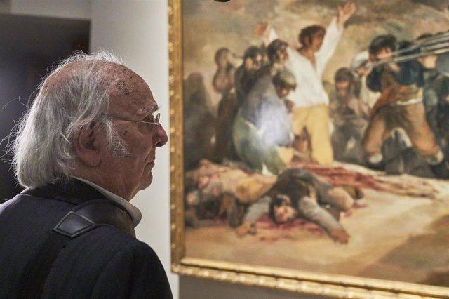 Archivo - Carlos Saura en el Museo Nacional del Prado.