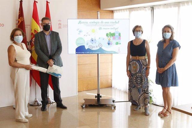 El concejal de Urbanismo y Transición Ecológica, Andrés Guerrero, presenta el programa 'Murcia, ecología de una ciudad', dirigido a los escolares del municipio