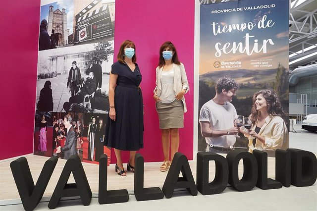 Nuria Duque (izq) y Ana Redondo (dcha), en la presentación del expositor conjunto en la Feria de Muestras del Ayuntamiento y la Diputación de Valladolid.