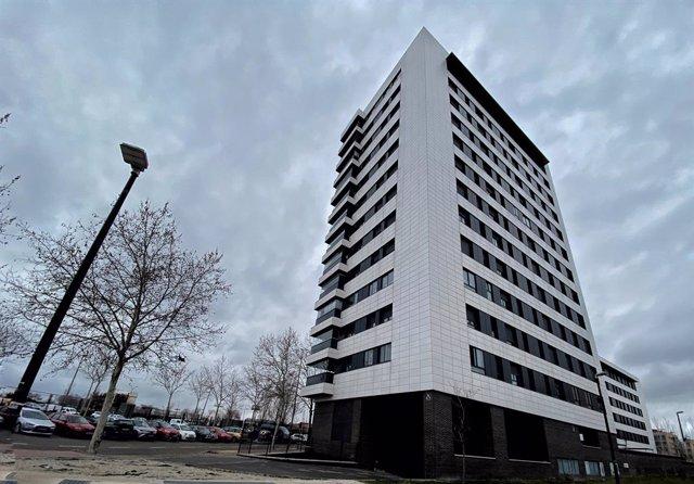 Archivo - Edificio de viviendas, en Madrid a 27 de enero de 2020.