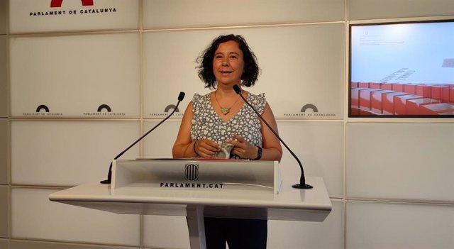 La portavoz adjunta de los comuns en el Parlament, Susanna Segovia, en rueda de prensa en el Parlament