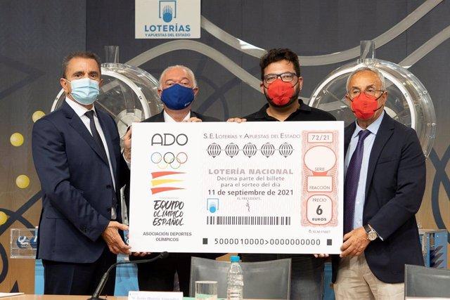José Manuel Franco (CSD), Jesús Huerta (SELAE), el tirador Alberto Fernández, oro en Tokyo 2020, y Alejandro Blanco (COE) presentan el décimo de Loterías dedicado a ADO.