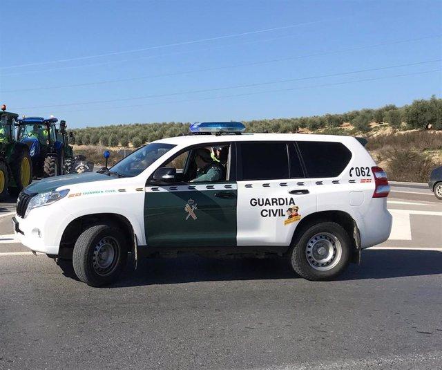Una patrulla de la Guardia Civil en Lucena.