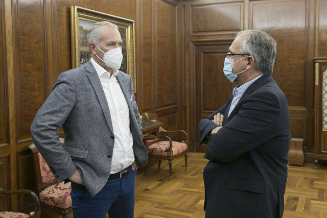 Reunión del alcalde de Pamplona con el presidente de Volkswagen Navarra