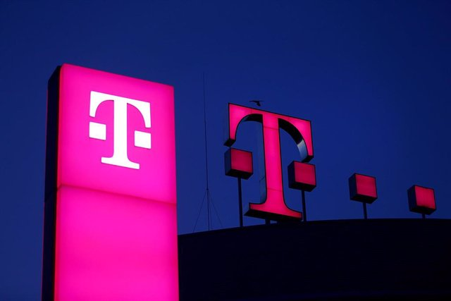 Archivo - FILED - 13 February 2019, Bonn: The Deutsche Telekom logo shines on the roof of the company headquarters. German telecommunications giant Deutsche Telekom and software developer SAP said on Friday they had been asked by the European Commission t