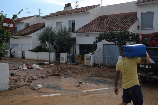 Arxiu - Destrosses i carrers inundats després de la tempesta a Alcanar