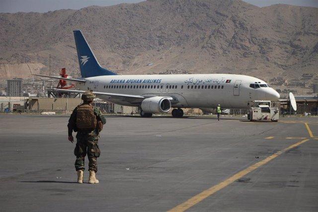 Reanudación de los vuelos internos en Kabul