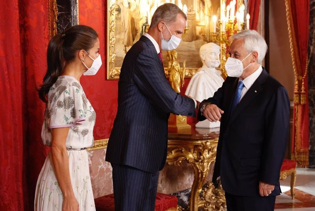 Los Reyes reciben al presidente de Chile, Sebastián Piñera, antes del almuerzo en su honor en el Palacio Real de Madrid
