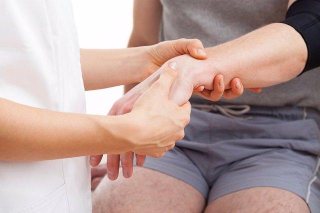 Archivo - Hand rehabilitation