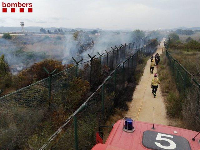 Petit incendi al costat de l'espai natural de la Ricarda (Barcelona)