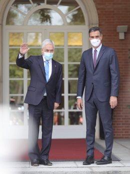 El presidente del Gobierno, Pedro Sánchez (d), posa junto al presidente de la República de Chile, Sebastián Piñera (i), en el Palacio de la Moncloa, a 7 de septiembre de 2021, en Madrid (España). En su segunda visita oficial a España, Piñera se ha reunido