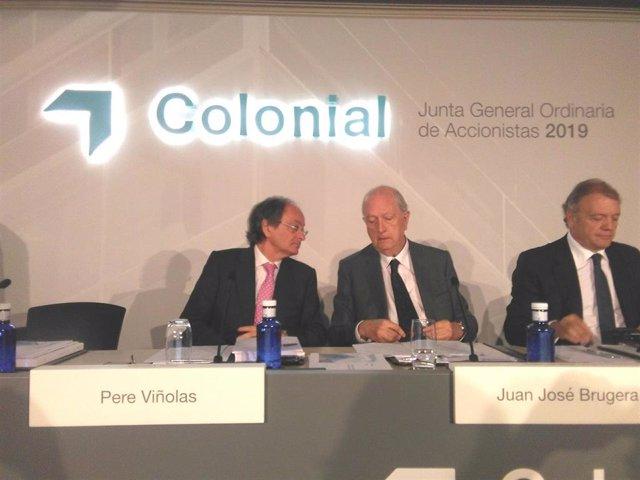 Archivo - El presidente de Colonial, Juan José Bruguera, y el consejero delegado, Pere Viñolas, en la junta de accionistas 2019 de la compañía.