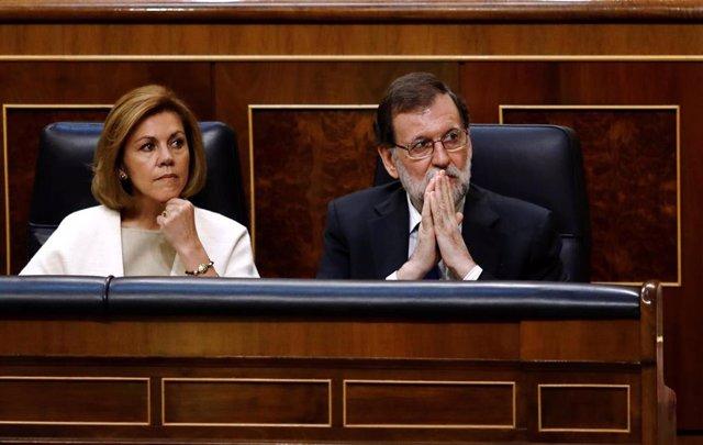 Archivo - La ex ministra de Defensa María Dolores de Cospedal y el ex presidente del Gobierno Mariano Rajoy en el Congreso de los Diputados (Imagen de archivo)