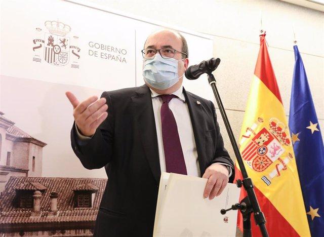 Archivo - El ministro de Cultura y Deporte, Miquel Iceta, ofrece una rueda de prensa tras la XXIX Reunión del Pleno de la Conferencia Sectorial de Cultura, en el Claustro de los Jerónimos del Museo Nacional del Prado, a 23 de julio de 2021, en Madrid (Esp