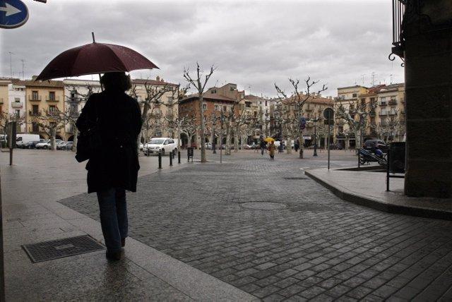 Archivo - Lluvia en Balaguer, en la comarca de la Noguera, provincia de Lleida. Imagen de archivo para recursos.
